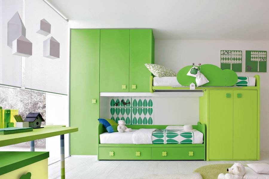 beautiful-green-painting-for-child-room