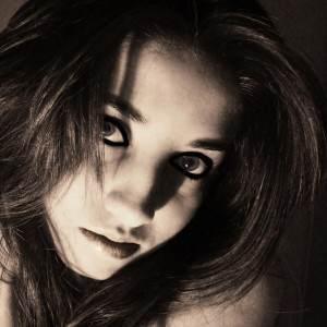 femeie (http.fc04.deviantart.net)