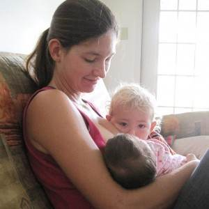alaptare mamica cu copii (http://2.bp.blogspot.com)