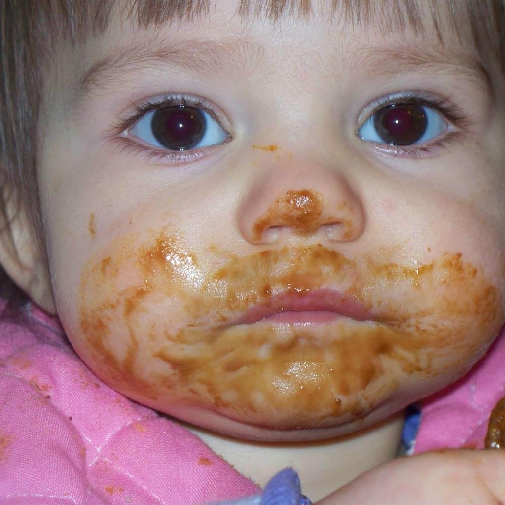 bebelus mancare copil (http://4.bp.blogspot.com)