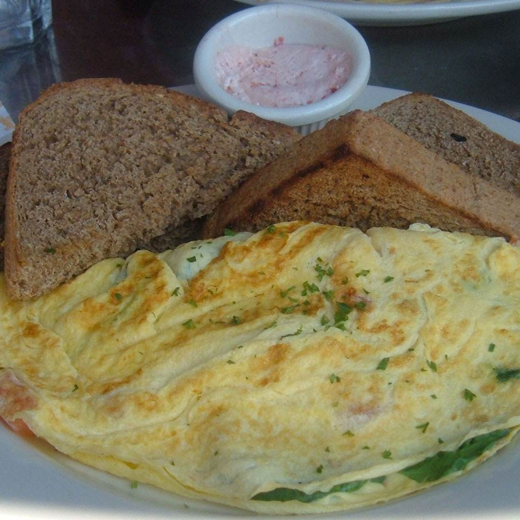 mancare omleta (http://nyceats.files.wordpress.com)
