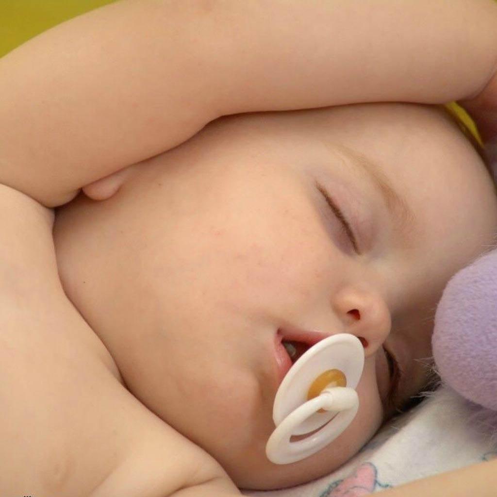 somnul doarme bebelusul (www.hdwallpaperhub.com)