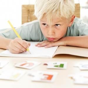copil scrie scoala (http://midnightsuncoaching.com)