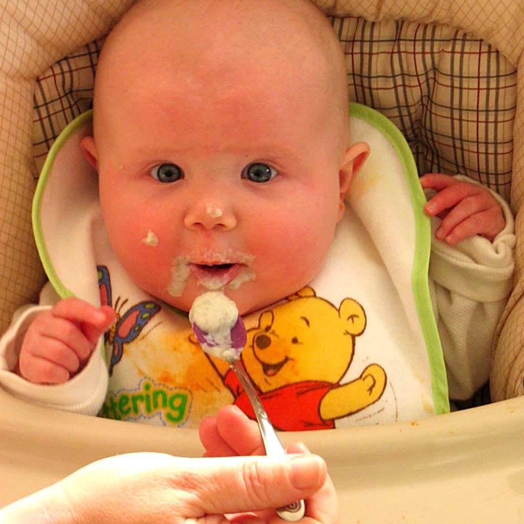 bebelus hranit (www.herdaily.com)