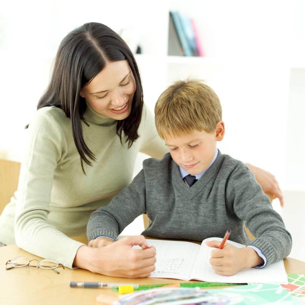 copil scoala invatat teme (www.kkz.bz)