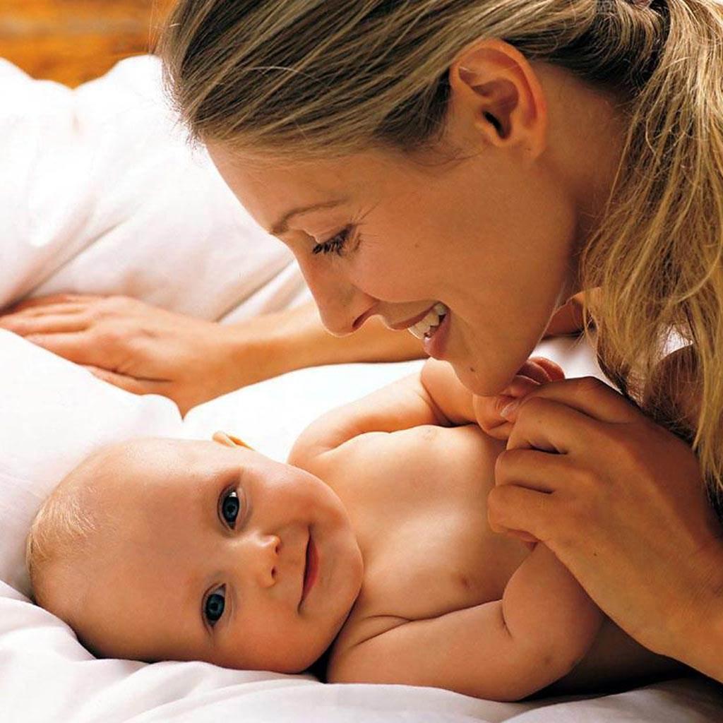 mama si bebelusul (www.deshow.net)