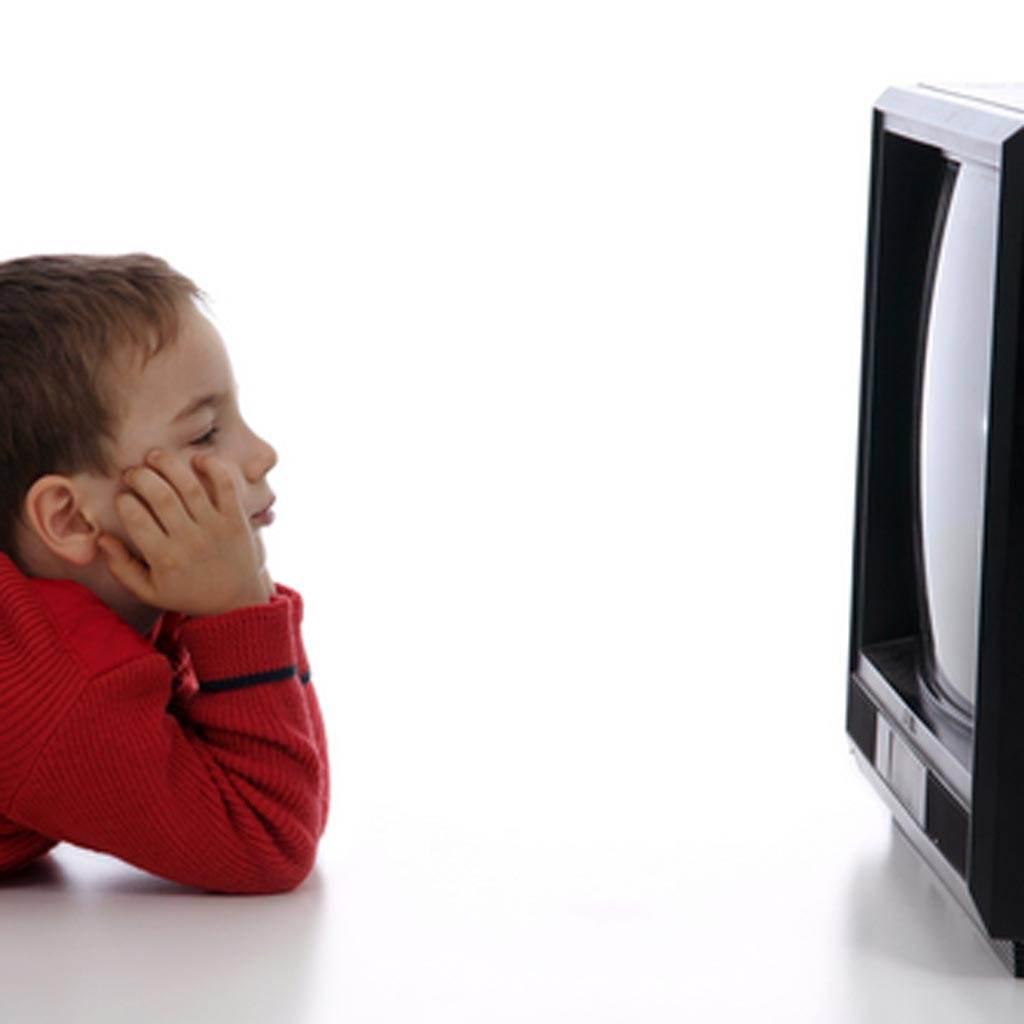 copilul si televizorul (www.saidaonline.com)