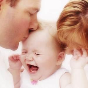 bebelus plangand cu parintii sai (http//:lomalindahealth.org)