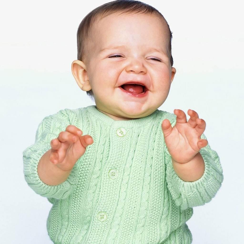 bebelus care rade (www.desiscraps.com)