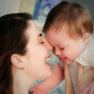 mama cu copil (www.mormonwomen.com)