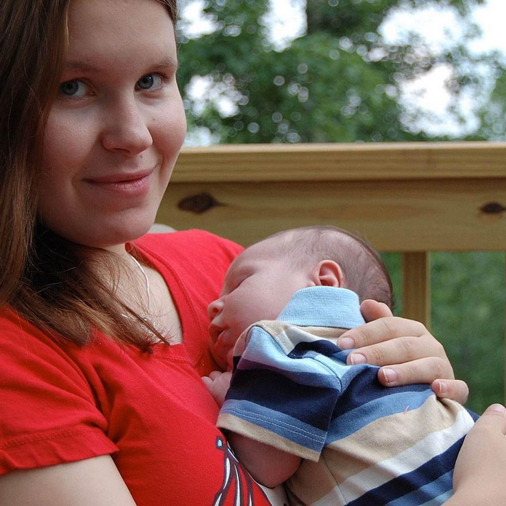 mama cu copil (http://img1.eyefetch.com)