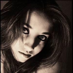 femeie la menstruatie (www.fc04.deviantart.net)