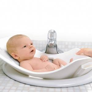 nou-nascut in cadita (www.safe-pool-holiday-villas.com)