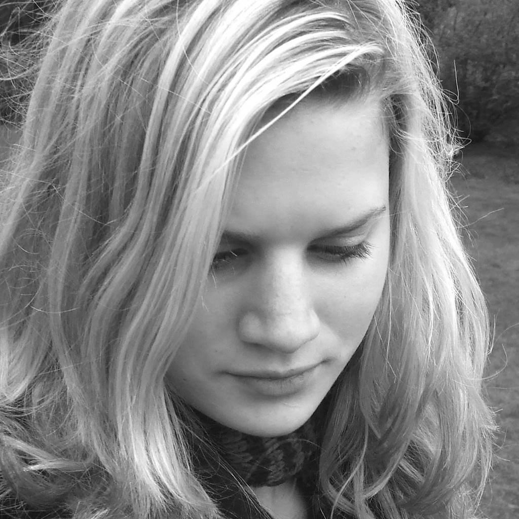 femeie (www.brookemcglothlin.com)