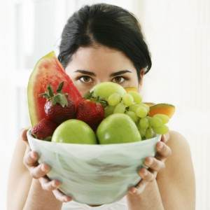 fata cu un bol de fructe (www.gtp.com.au)