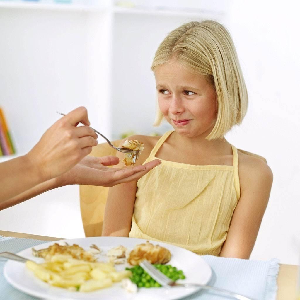 copil care mananca legume (www.listingguides.com)