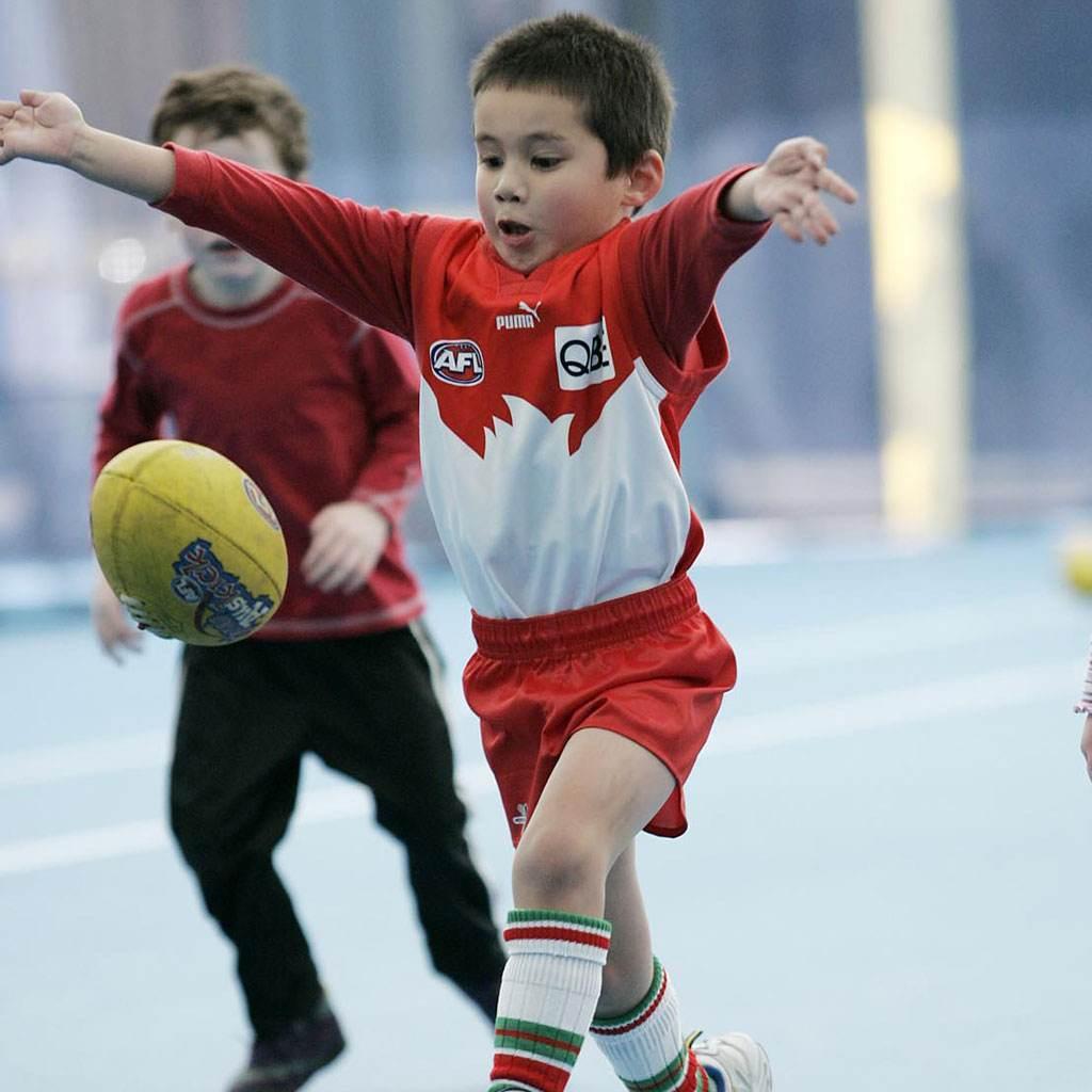 copii care joaca fotbal (www.mpowerdome.com.au)