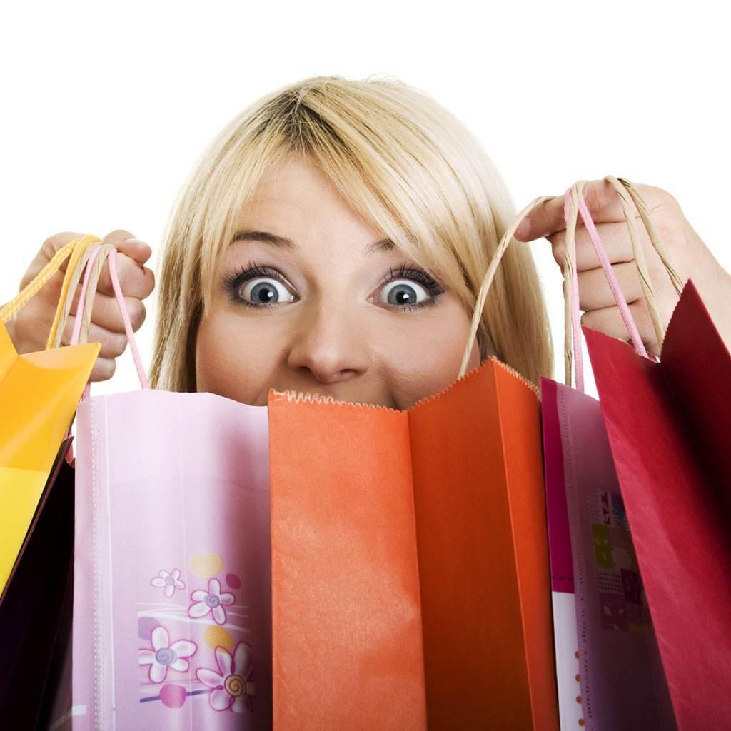 femeie la cumparaturi (www.beautystat.com)