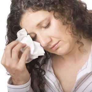 femeie care plange (www.elegantinnerguidance.com)