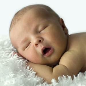 copil care doarme (www.s3.apkhub.com)