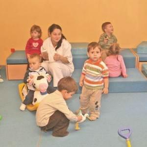 copii la cresa (www.vinsieu.ro)