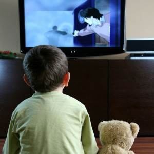 copil la televizor (www.webdoctoradvice.com)