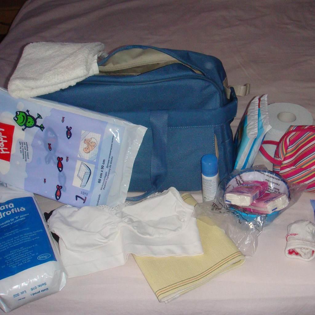 bagaj pentru maternitate (www.frunzalaura.files.wordpress.com)