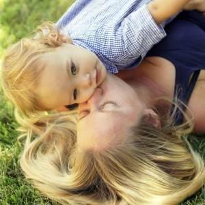 copilul cu mama (http://2.bp.blogspot.com)