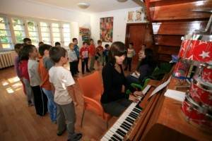 lectii-de-pian-la-gradinita-Childrens-Academy