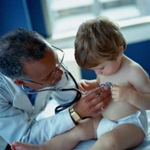 copil la medic (www.invohealth.files.wordpress.com)
