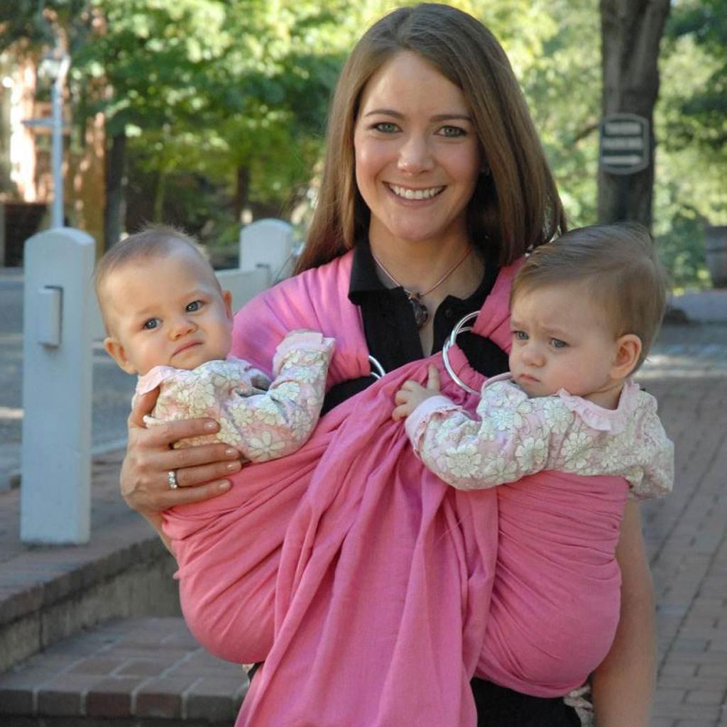 copii tinuti in sling (www.mommygear.com)
