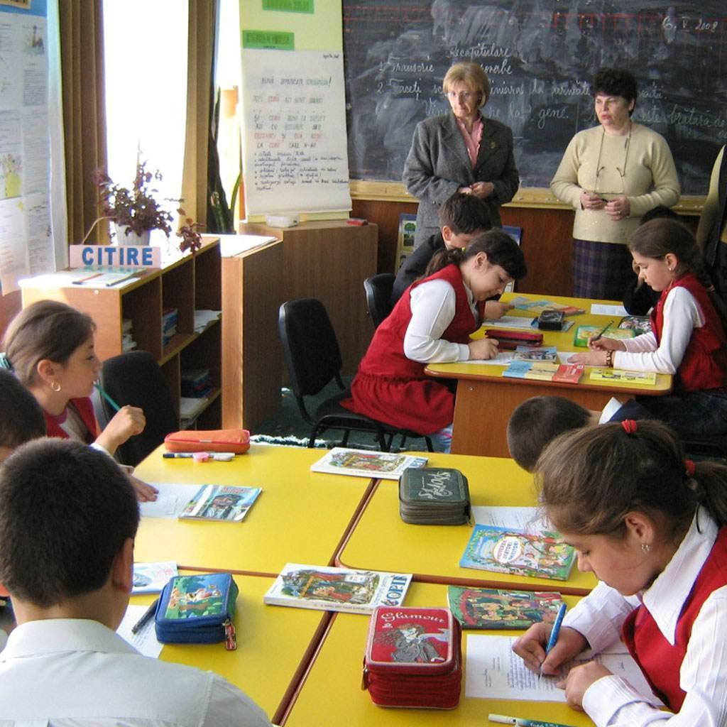 copii la scoala (www.montan.tv)