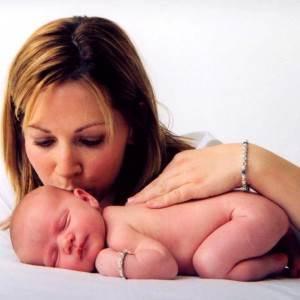 mama cu nou-nascutul (www.boddabead.com)