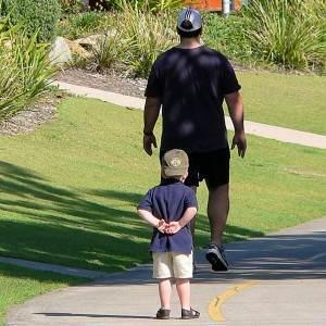 tatal cu fiul (www.freakingnews.com)