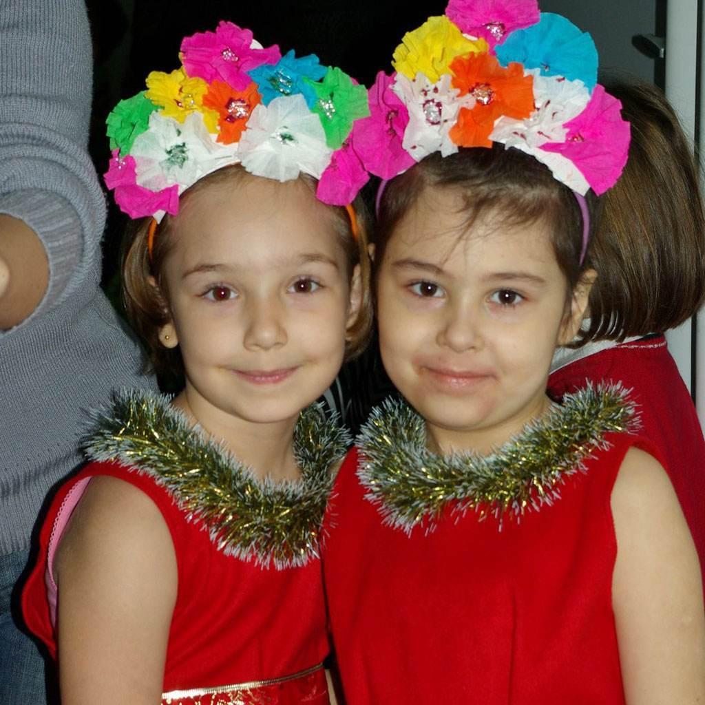doua fetite (http://lh4.ggpht.com)