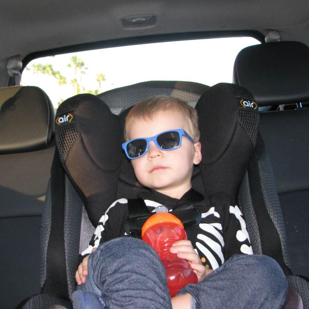 copil in masina (www.familylifeinlv.com)