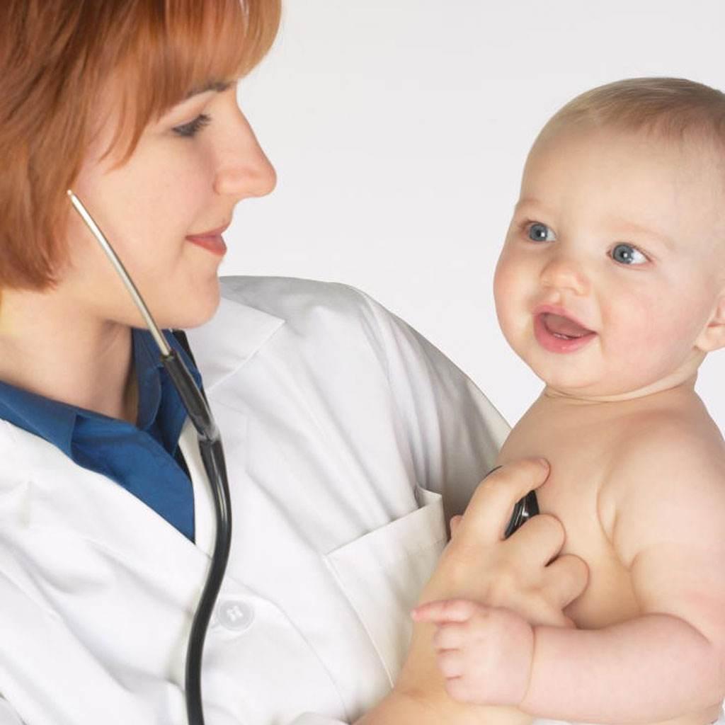 bebelus la doctor (www.centrulbabycare.ro)