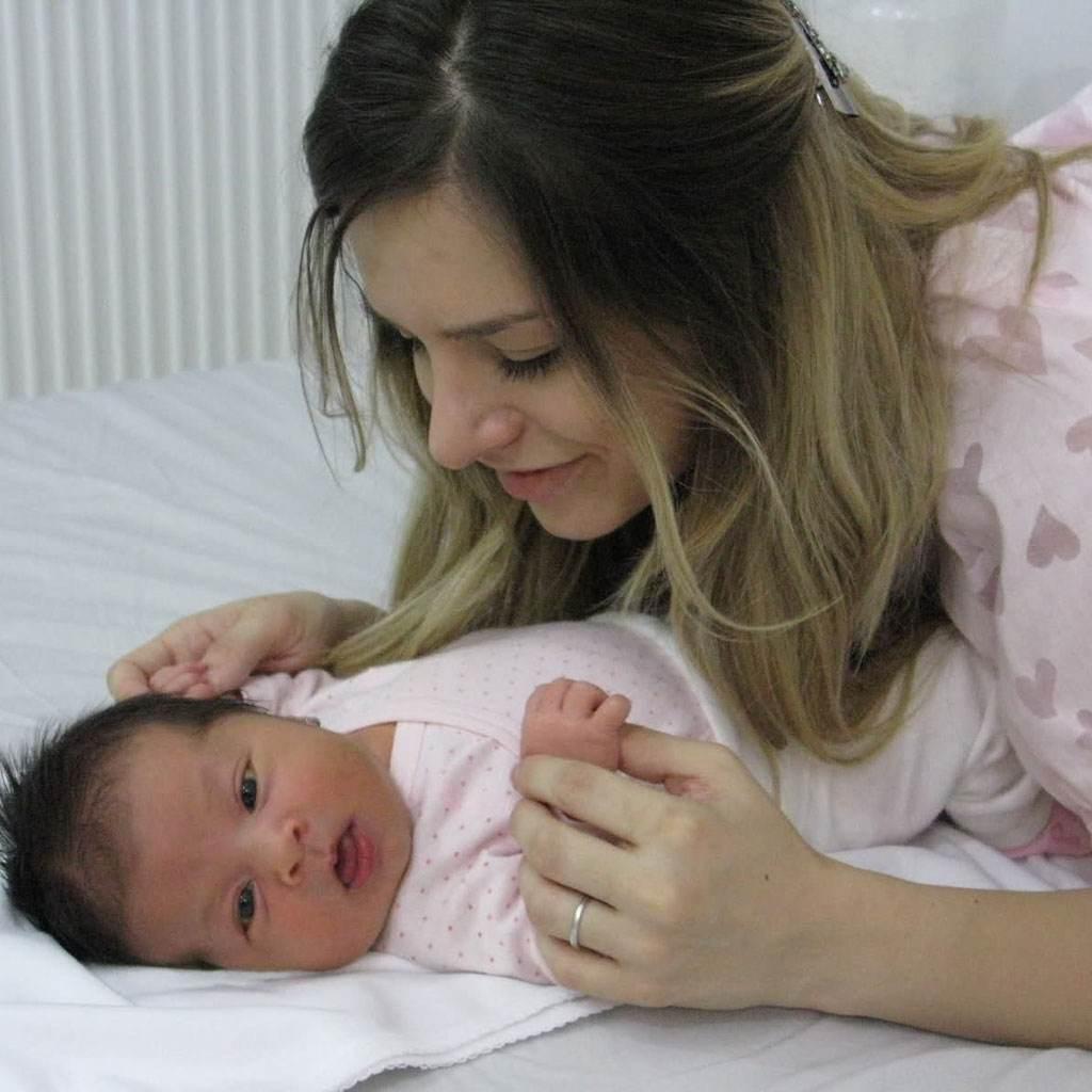 mama si copil (www.i52.tinypic.com)