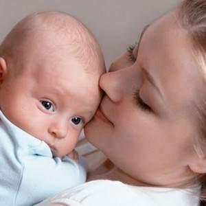 bebelus si mama lui (www.qbebe.ro)