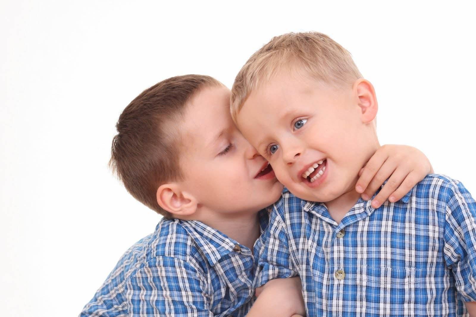 copii care vorbesc (http://4.bp.blogspot.com)