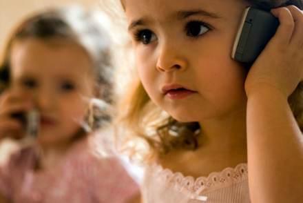 copil cu telefon