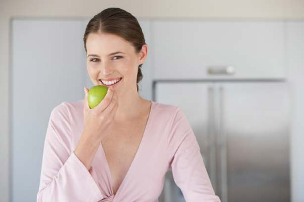 woman-apple-pregnancy-eating-fruit-healthy.Superfoods-Getty