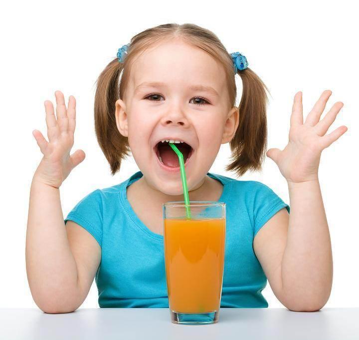 copil bea suc