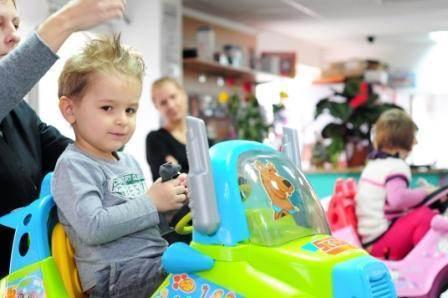Salon De Infrumusetare Cu Baby Sitting Gratuit Si Frizerie Pentru