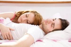 couple_sleeping-725x483