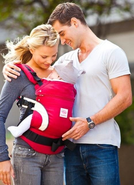 Manduca_Baby_Carrier_Red_lady_man_and_baby__21536 1322131020 1280 1280_1