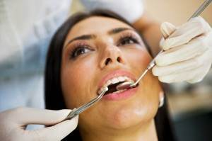 woman-at-dentist